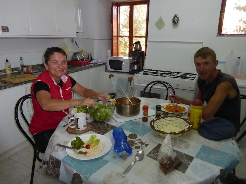 Damar & Kevin sharing pasta in Rabanal del Camino