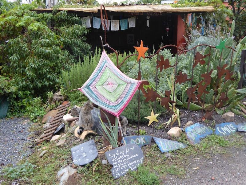 I loved the front yard in Valtuillevde Ariba.