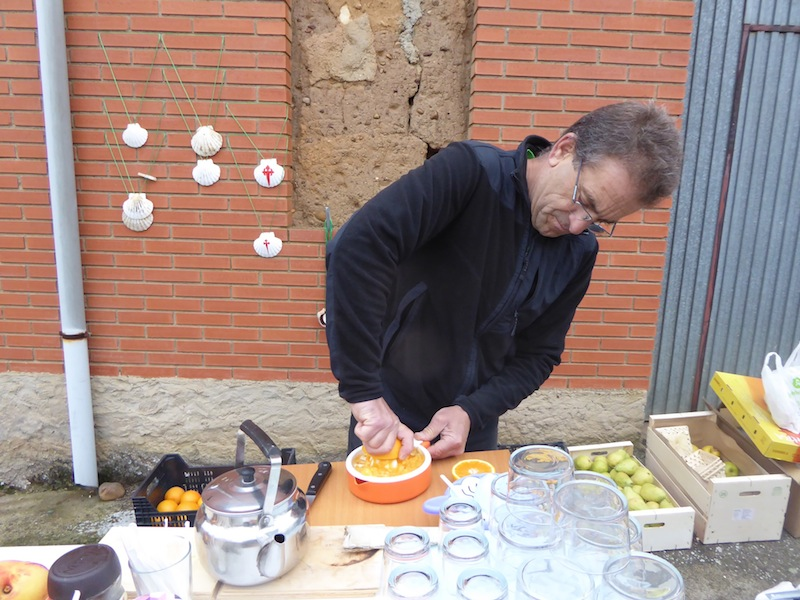 He made fresh orange juice for me in Oncina,