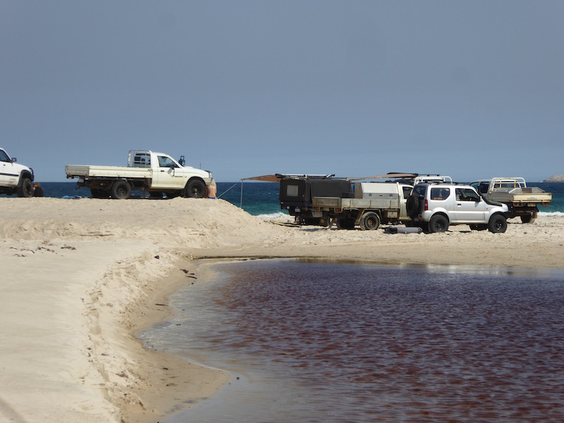 cars-at-nararup-beach