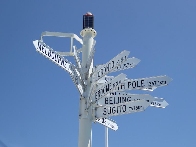 km-sign-post