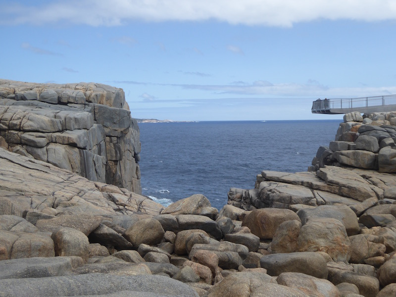 lookout-over-precipice