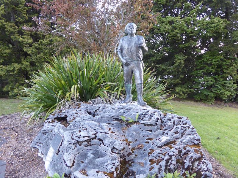 11-quinton-mackinnon-statue