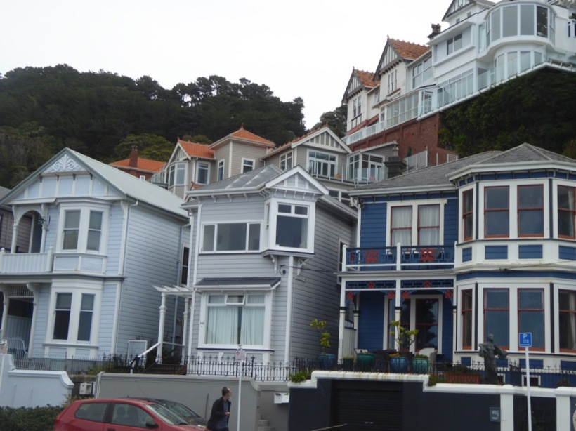 13-houses-along-waterfront
