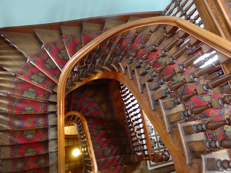 23-staircase-down
