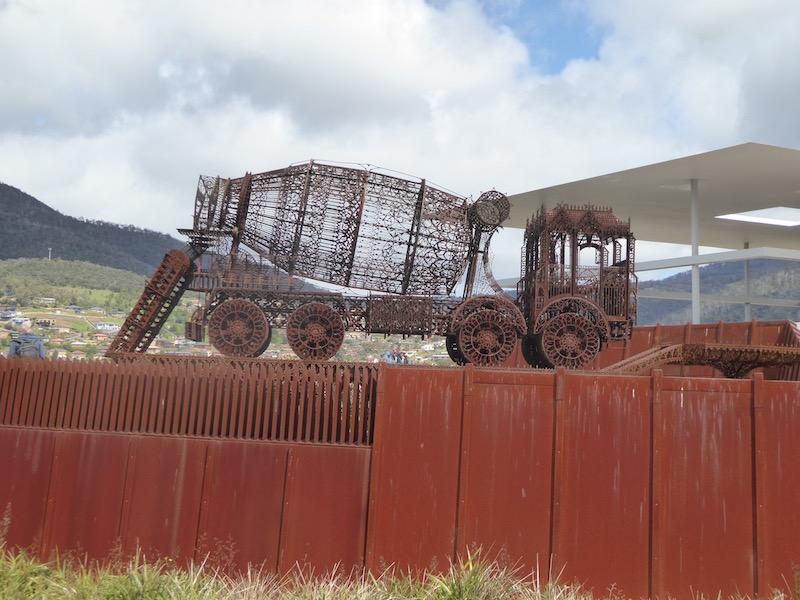 7-tractor-sculpture1120689
