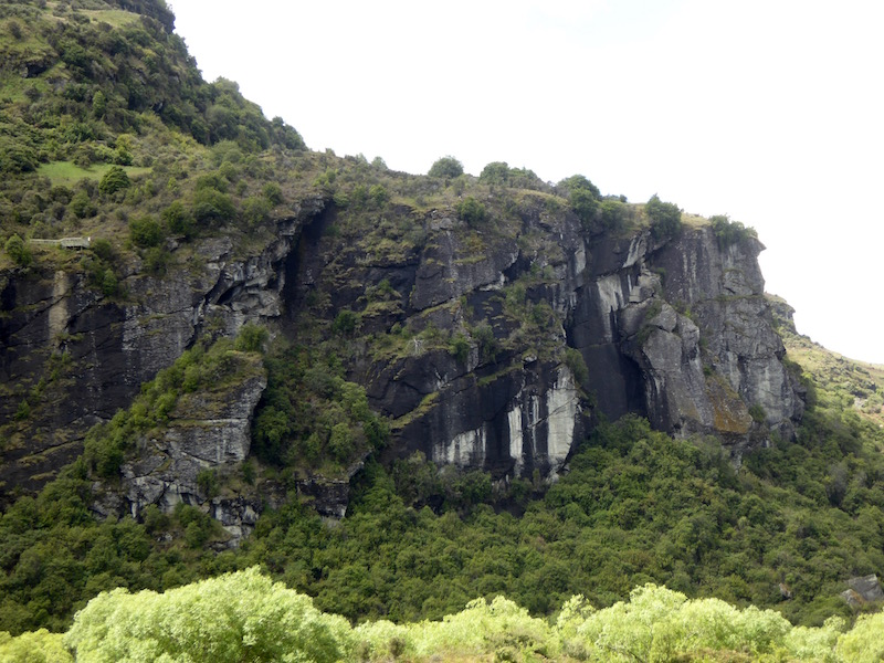 9-rock-face-to-diamond-lake