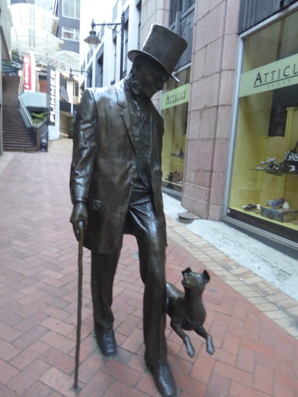 9-sculpture-with-dog