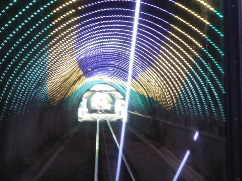 1-cable-in-tunnel