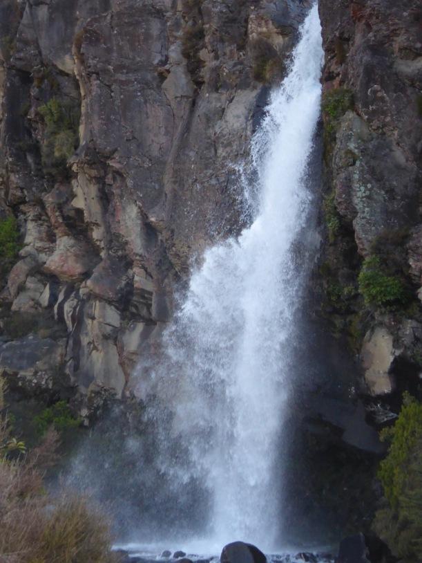 19-taranaki-falls