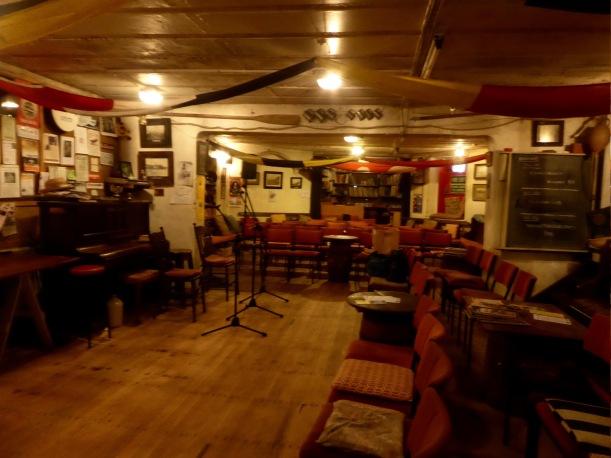 6-folk-singers-place