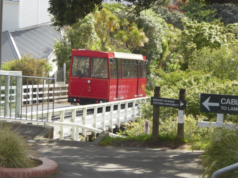 7-cable-car-leaving